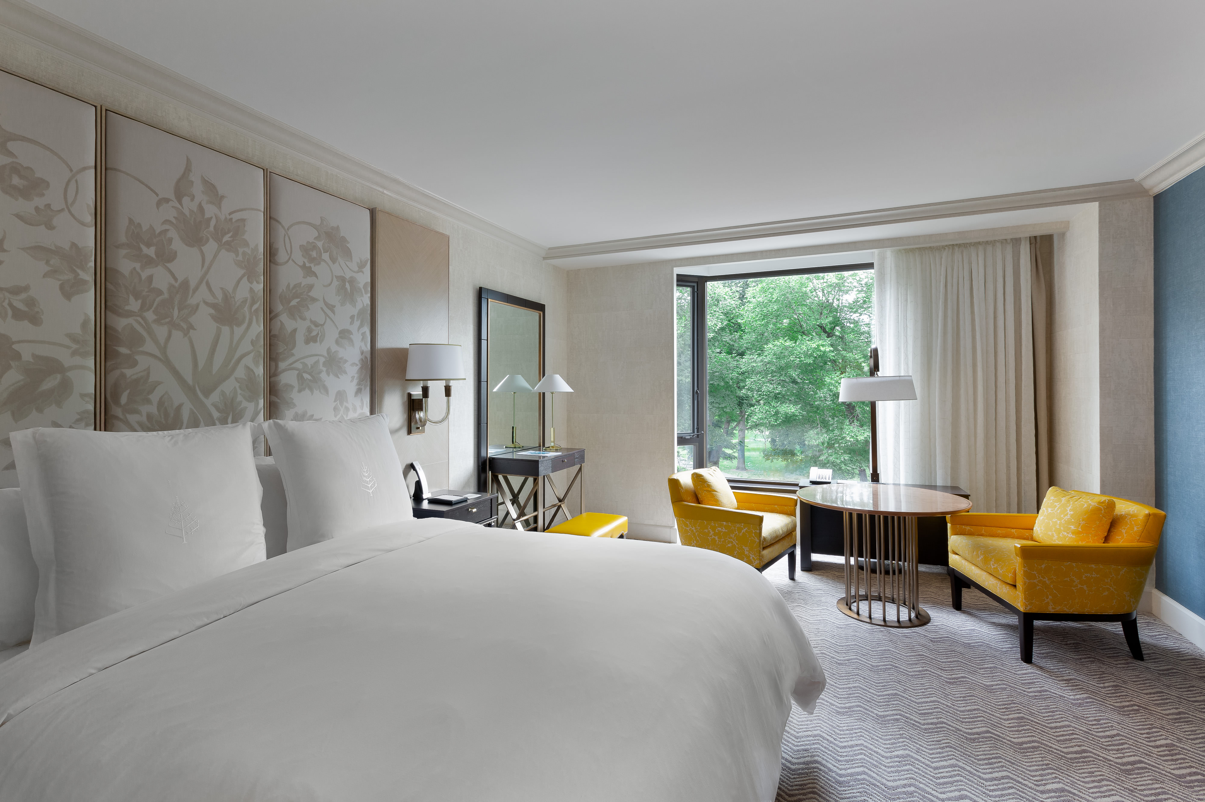 Hospitality photography - Photograph of the four seasons hotel king room boston